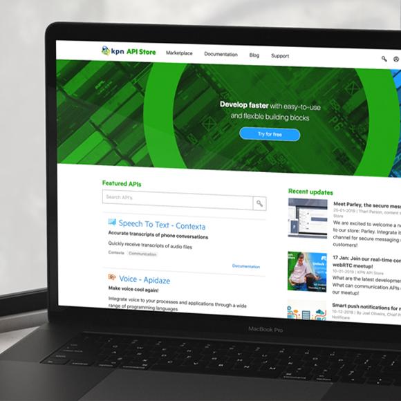 Afbeelding van KPN's API Store op een laptop