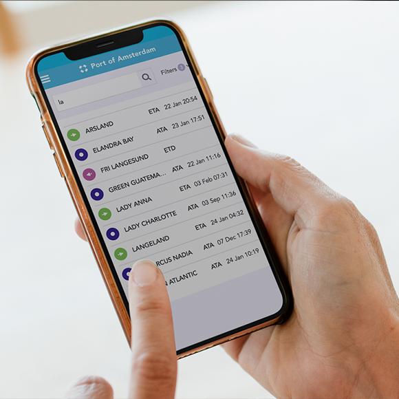 Afbeelding van de App van Port of Amsterdam op een iPhone