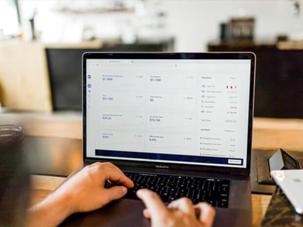 Laptop met een dataoverzicht